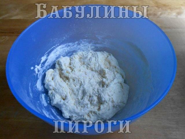 замешиваем липкое тесто