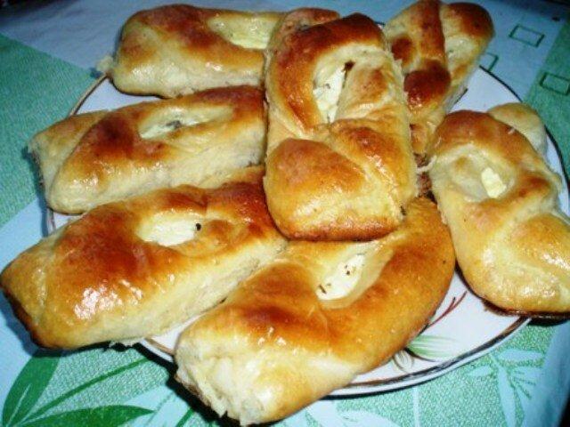 Дрожжевые пирожки с творогом в духовке рецепт с фото